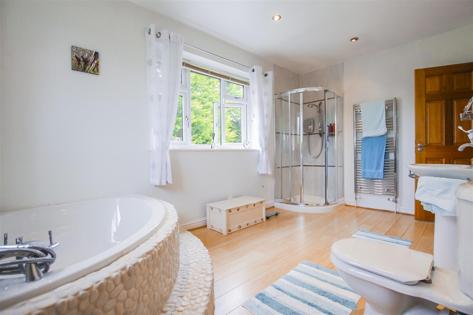 6 Bedroom Detached House For Sale - Annex Bathroom